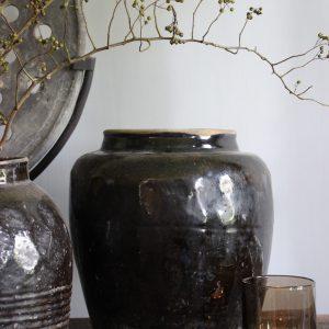 Zwart / donkerbruine pot