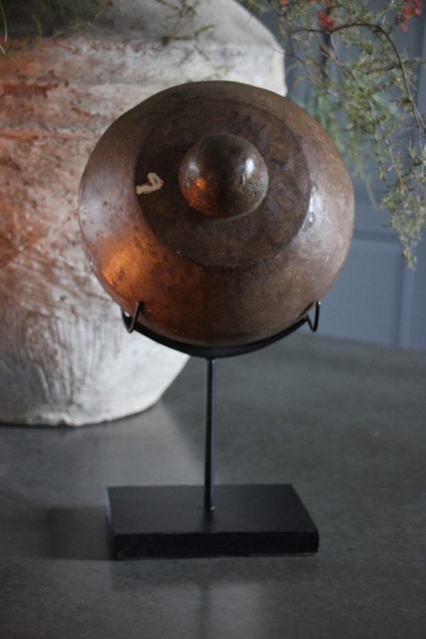 Oude gong op standaard