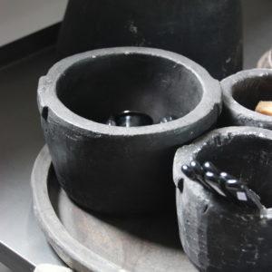 zwart stenen potje
