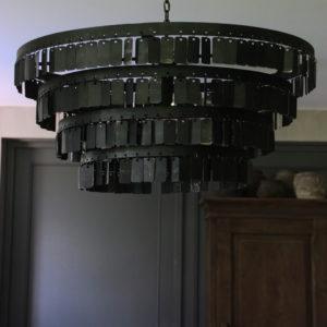 Zwarte metalen hanglamp met langwerpige plaatjes 70 cm