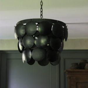Zwarte metalen hanglamp met schijven diameter 35 cm