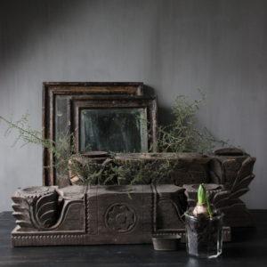 Houten kandelaar, oud ornament