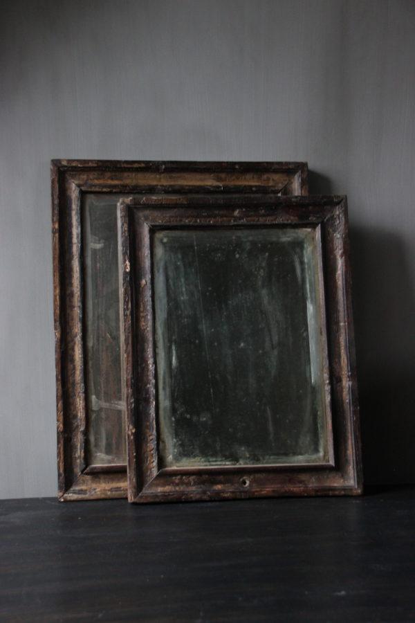 Oude houten spiegels