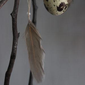 Veer met kraal voor in paastak/boom