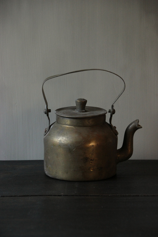 Oude messing theepot