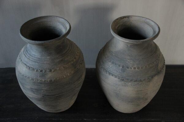 Grijze terracotta kruik
