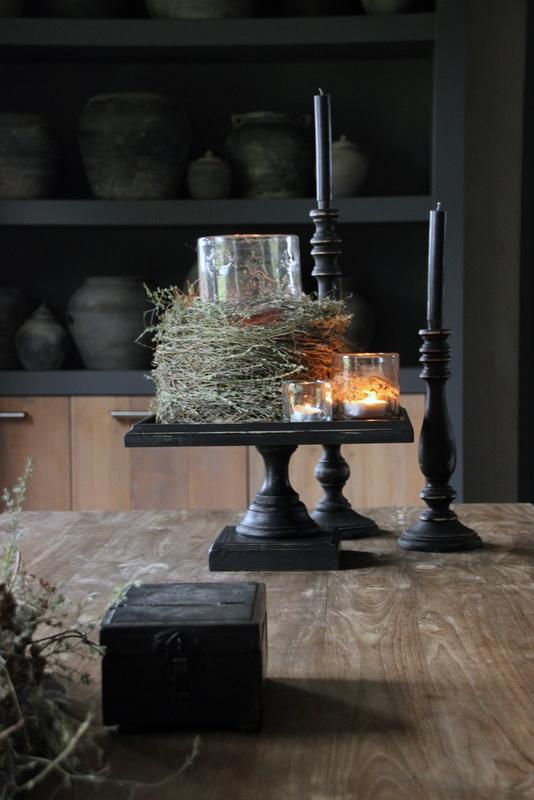 Zwart houten kandelaar hoog